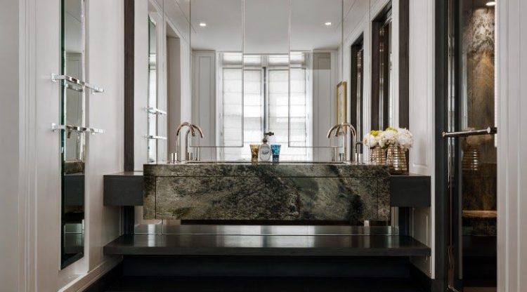 Le Pendu - le miroir détail puissant de l'architecture intérieur - hotel le crillon