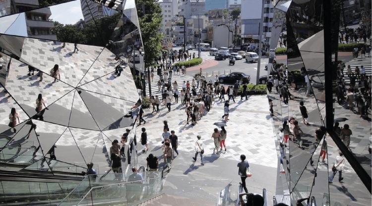Le Pendu - le miroir en architecture intérieur - Complexe commercial Tokyo - architecte Hiroshi Nakamura